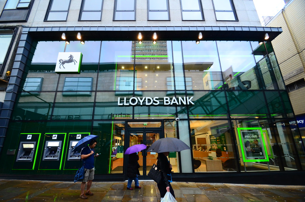 LLoyds Bank Boss Stepping Down in 2021