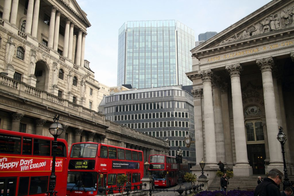 UK Services Sector Growth Slowed By Supply Chain Crisis